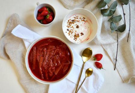 Rhubarbe pochée fraise vanille