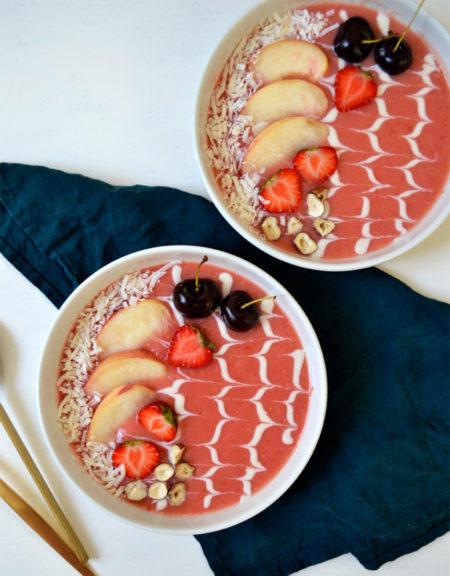 Smoothie bowl pêche fraise