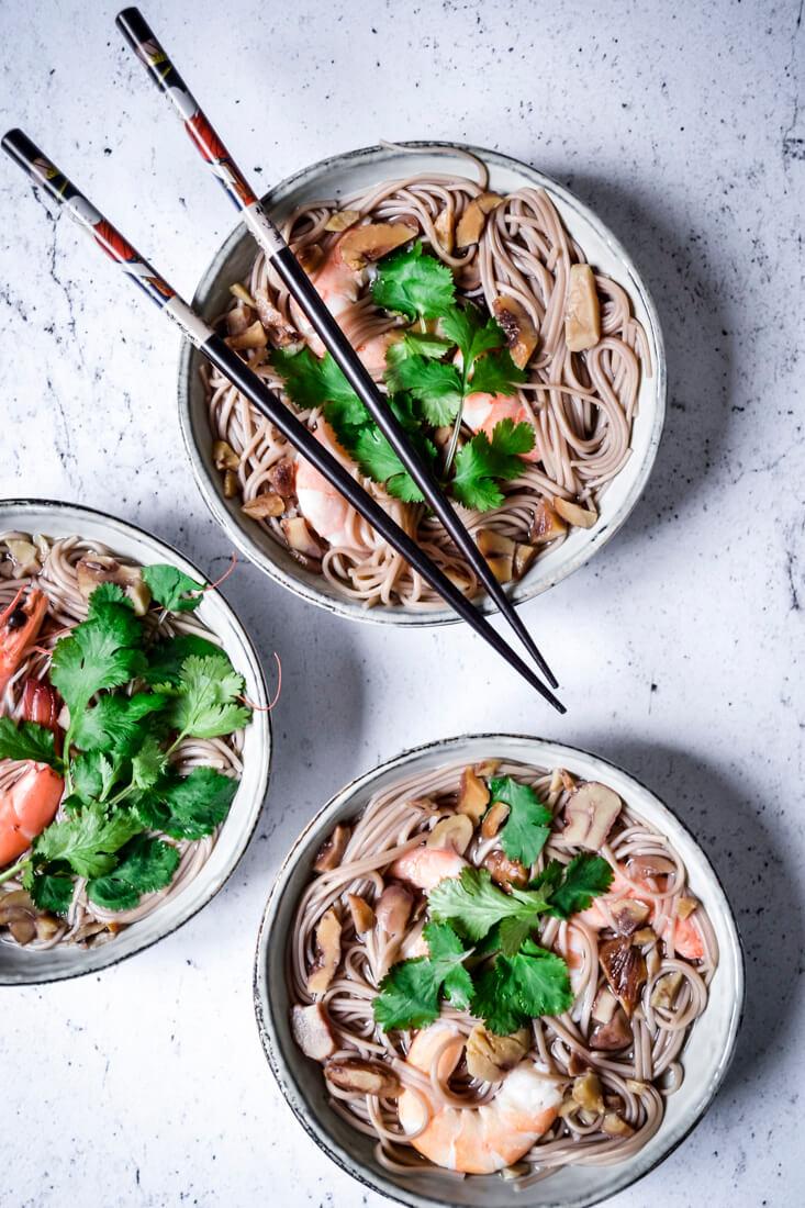 Nouilles soba et bouillon dashi