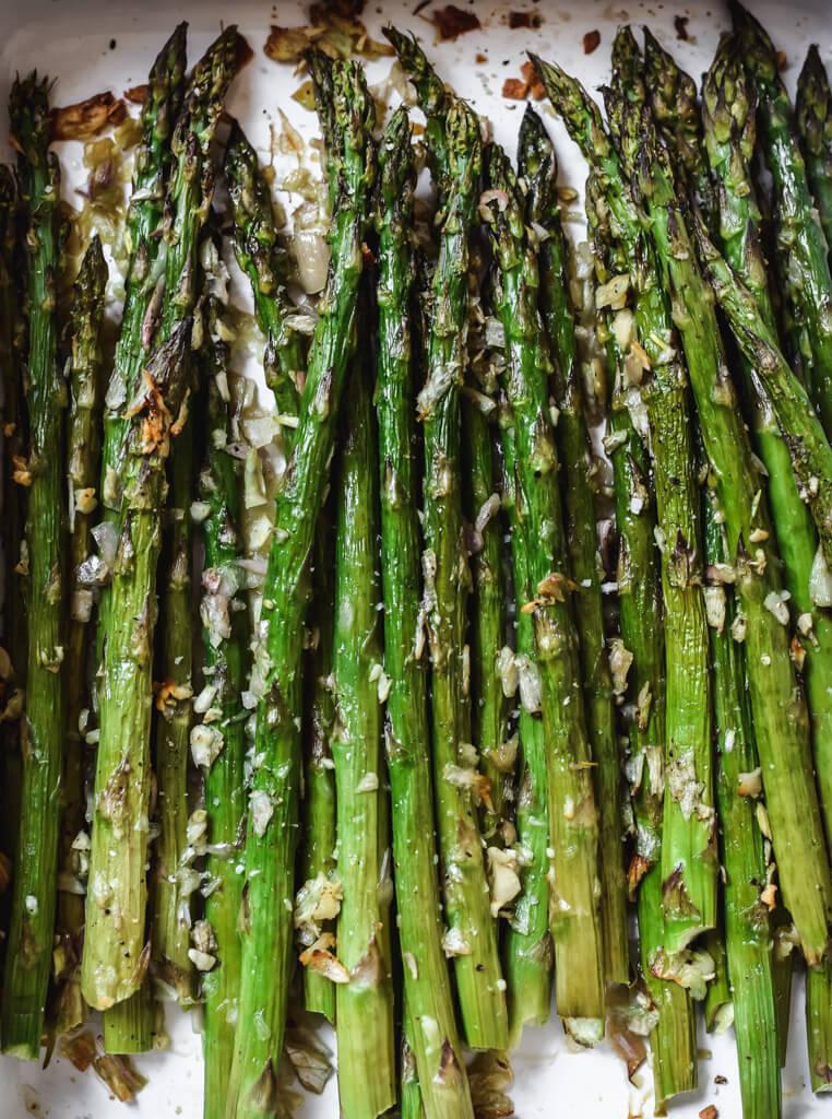 Asperges vertes rôties à l'ail